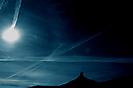 Il sole e la luna si incontrano sopra la porta dell'inferno