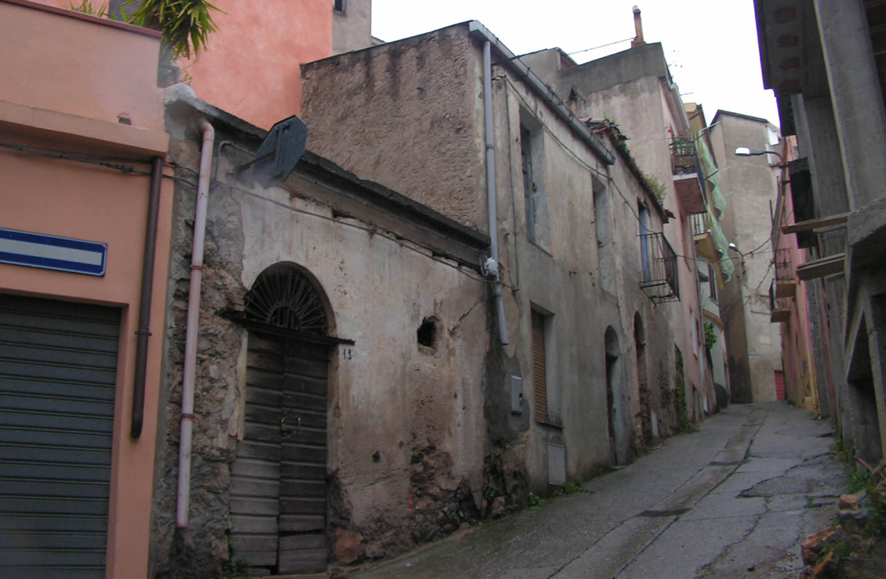 Le culture abitative dei centri dell ogliastra 2 4 for Piani di case in collina per lotti in pendenza